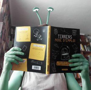 Terriens mode d'emploi écrit par Muriel Zurcher et illustré par Stephane Nicolet publié chez Casterman